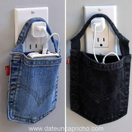 Soporte telefono-cargador con bolsillo de jeans.