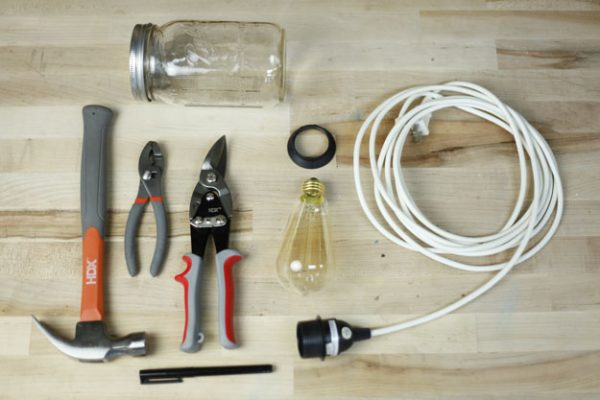 DIY-Hanging-Mason-Jar-Light-01