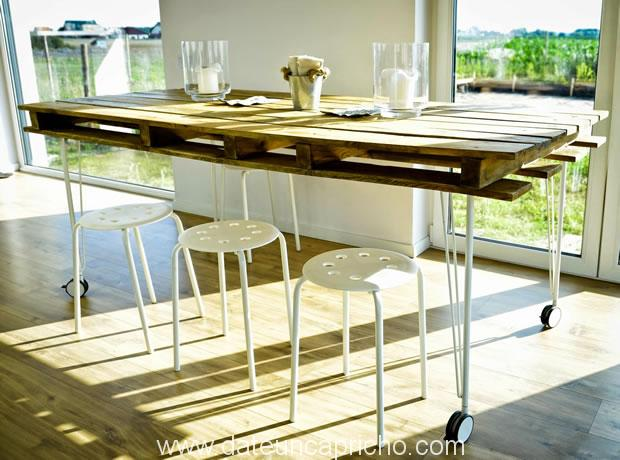 Mesa de comedor con un palet date un capricho for Living comedor con palet de madera