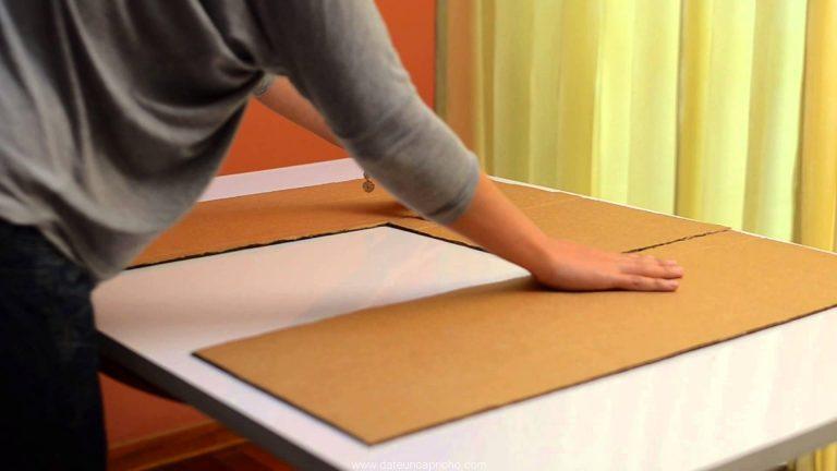 Cómo hacer un doblador de camisetas con una caja de cartón