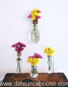 Como reciclar bombillas convirtiendolas en floreros