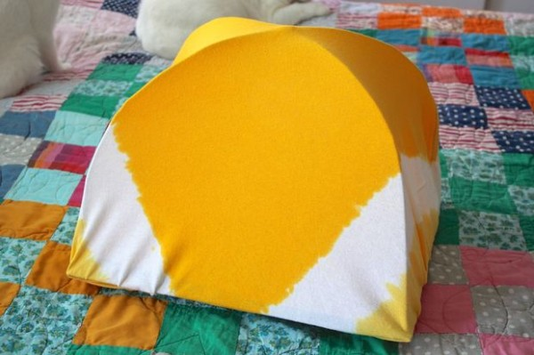 DIY-Cat-Tent-from-an-Old-T-Shirt-15