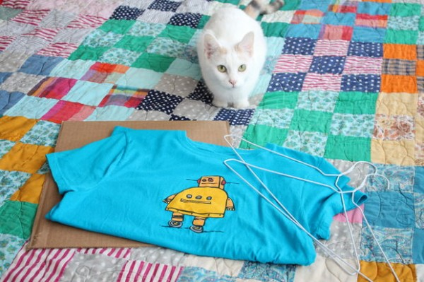DIY-Cat-Tent-from-an-Old-T-Shirt-2