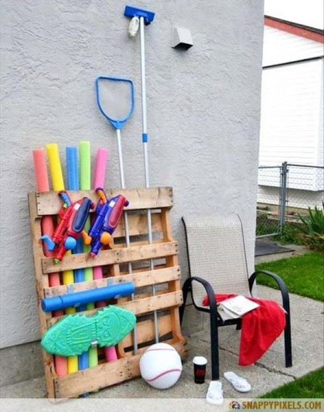 a-pool-toy-organizer-old-pallets1