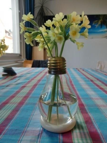 ideas-para-reciclar-bombillas-de-luz-7