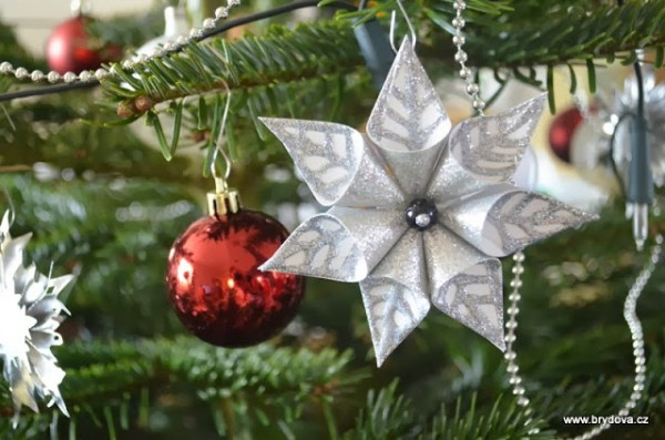 How-to-DIY-Star-Flower-Christmas-Ornament1