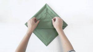 Cómo doblar una servilleta en Navidad