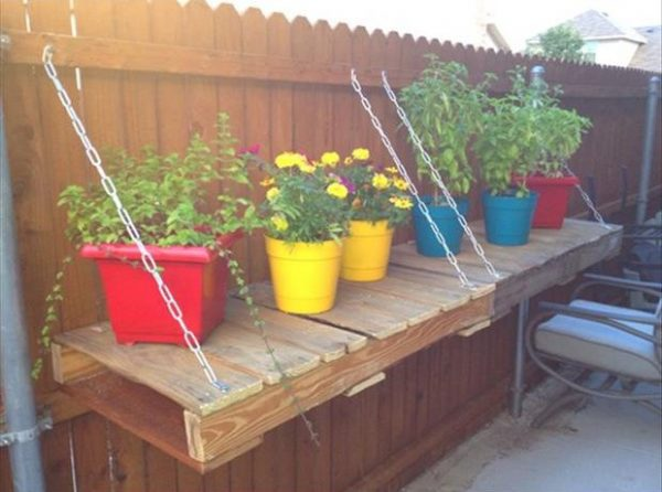 a-garden-tables-from-old-pallets