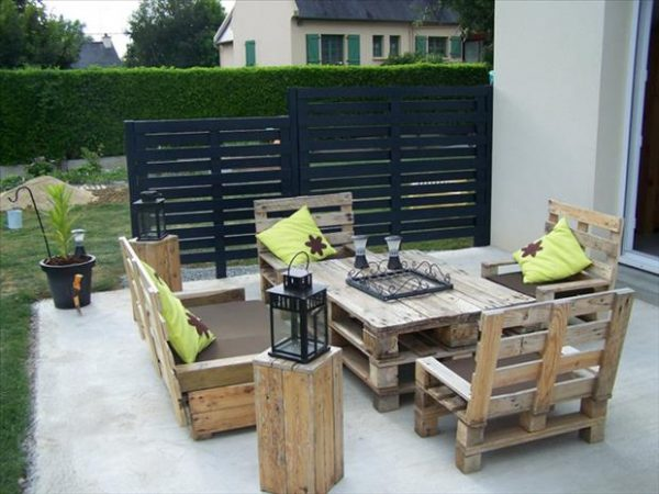 patio-furniture-made-from-old-pallets