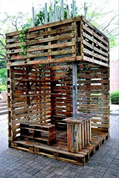 reuse-old-pallets-make-a-bar