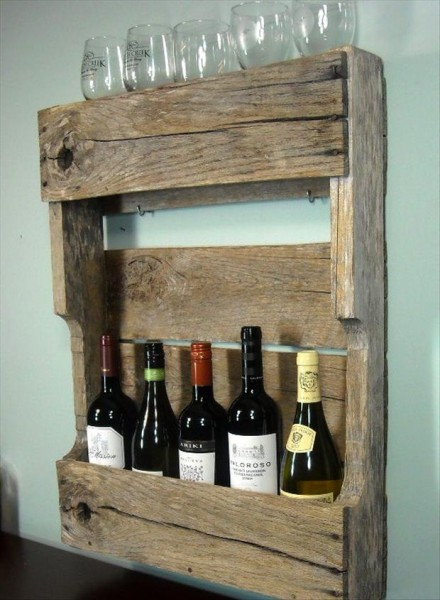 wooden-wine-rack-from-old-pallets