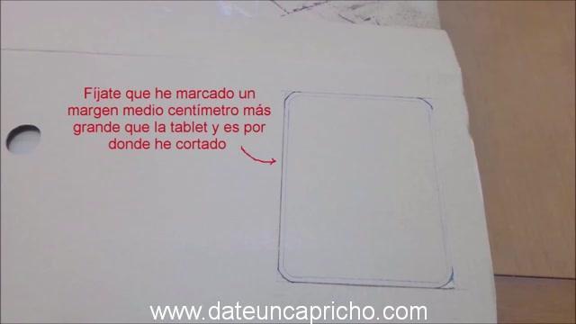 Funda para tablet utilizando unos jeans DIY manualidades reciclando cartón y unos vaqueros 0178
