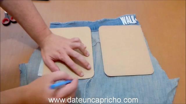 Funda para tablet utilizando unos jeans DIY manualidades reciclando cartón y unos vaqueros 0390