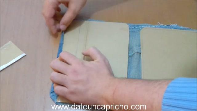 Funda para tablet utilizando unos jeans DIY manualidades reciclando cartón y unos vaqueros 0660