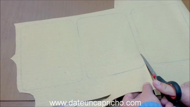 Funda para tablet utilizando unos jeans DIY manualidades reciclando cartón y unos vaqueros 0688