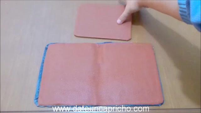 Funda para tablet utilizando unos jeans DIY manualidades reciclando cartón y unos vaqueros 0799