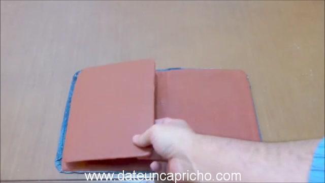 Funda para tablet utilizando unos jeans DIY manualidades reciclando cartón y unos vaqueros 0810