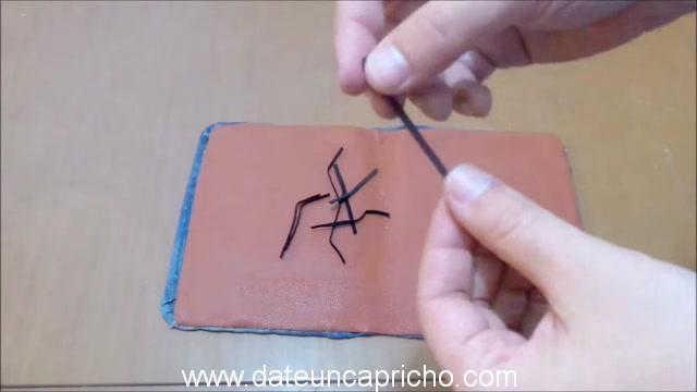 Funda para tablet utilizando unos jeans DIY manualidades reciclando cartón y unos vaqueros 0834