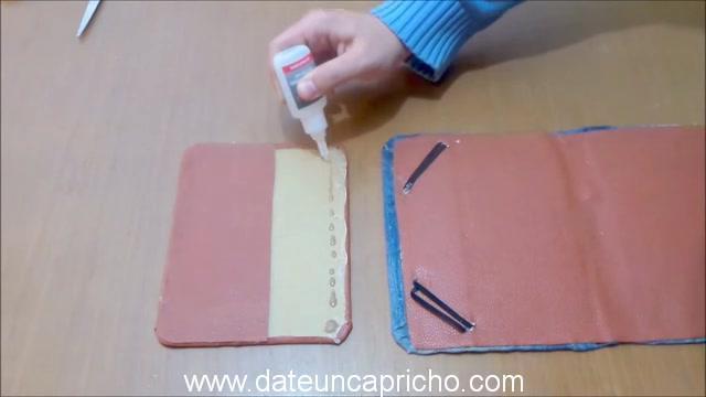 Funda para tablet utilizando unos jeans DIY manualidades reciclando cartón y unos vaqueros 0901