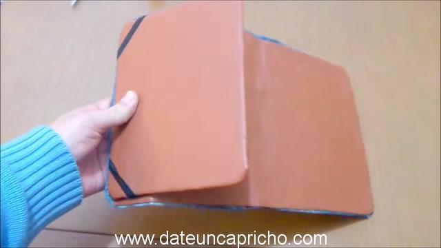 Funda para tablet utilizando unos jeans DIY manualidades reciclando cartón y unos vaqueros 0939