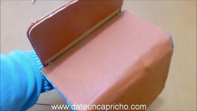 Funda para tablet utilizando unos jeans DIY manualidades reciclando cartón y unos vaqueros 0944