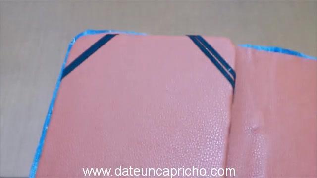 Funda para tablet utilizando unos jeans DIY manualidades reciclando cartón y unos vaqueros 0975