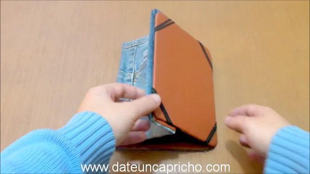 Funda para tablet utilizando unos jeans DIY manualidades reciclando cartón y unos vaqueros 1010