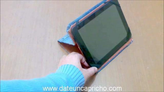 Funda para tablet utilizando unos jeans DIY manualidades reciclando cartón y unos vaqueros 1030