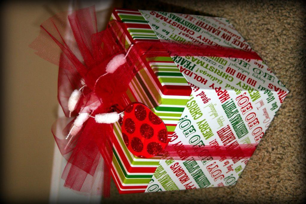 1576179794 idea facil para envolver regalos