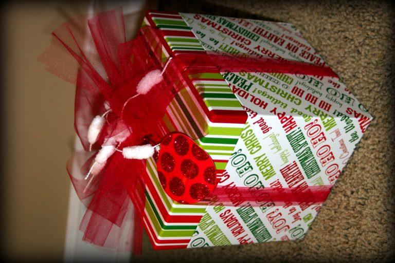 ¡Idea fácil para envolver regalos!